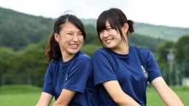 日体大のマネージャー。2年の有馬清香さん(左)と1年の中嶋唯さん(撮影:Hiroaki.…