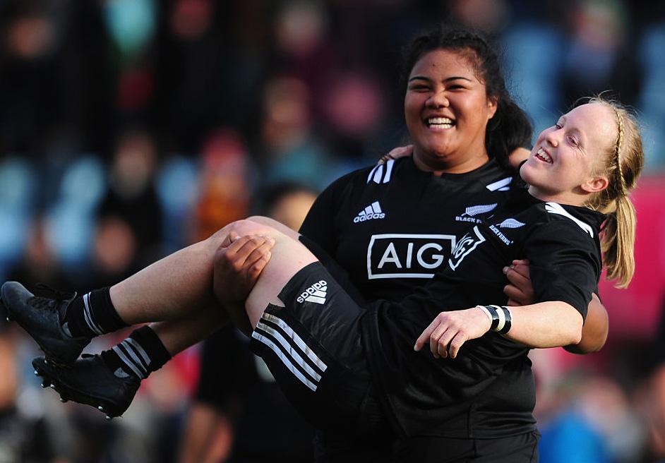 ロンドンで女子イングランド代表との激闘を制し、笑顔の女子NZ代表選手(C)Getty Images