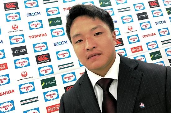小さなFLが先頭に立つ。U20日本代表の主将はFL岡山仙治(天理大3年)。