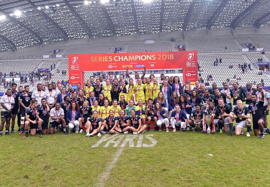 ワールドセブンズシリーズ最終パリ大会でメダルを獲得した男女全選手(C)Getty Images