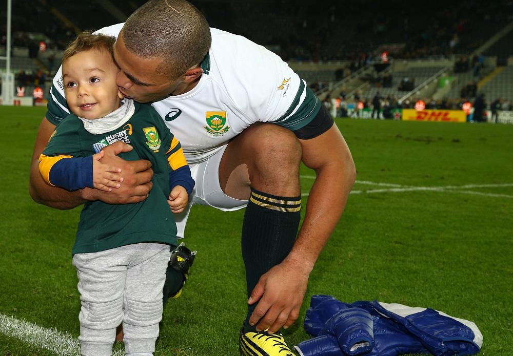 スコットランド代表に勝ったあと、息子にキスをする南アフリカ代表のハバナ(C)Getty Images
