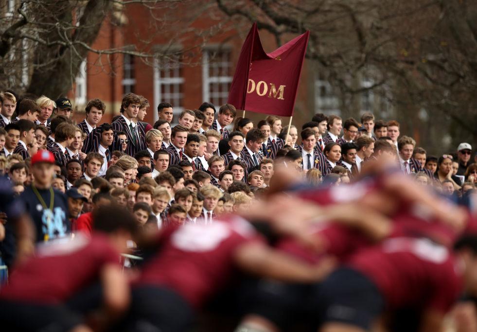 わが校の誇り。セイクレッドハート高戦でキングズ高を応援する生徒達。NZ(C)Getty Images