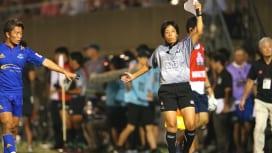 高橋真弓さん、トップリーグ初!の女性ARに。