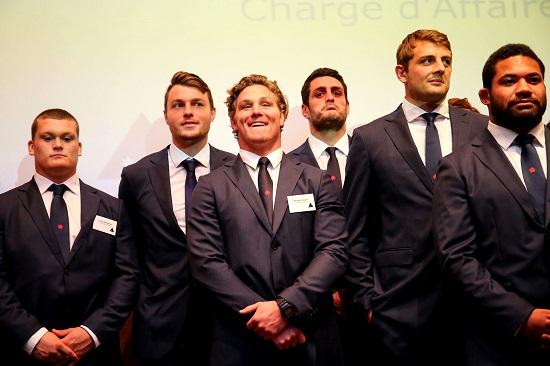 オーストラリア大使館の歓迎パーティーに参加したワラターズの選手たち。中央はマイケル・フーパー主将。(撮影/松本かおり)
