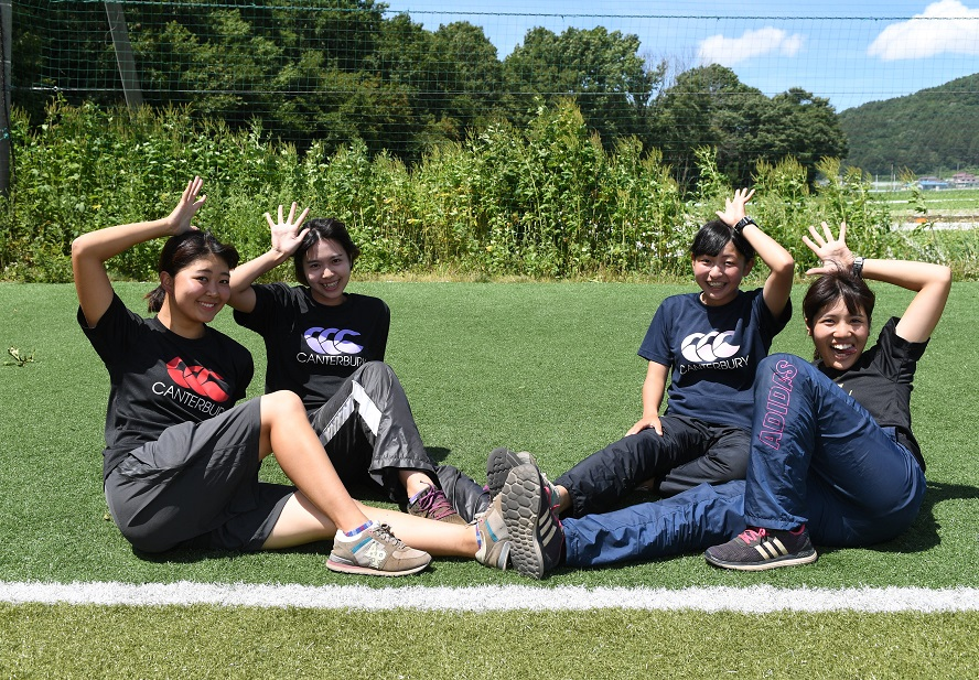横浜国立大のマネージャー。左から鳥越さん、漆原さん、浅野さん、竹内さん(C)Hiroaki.UENO